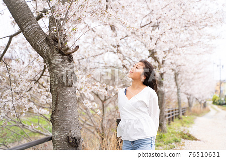 櫻桃女人肖像 76510631