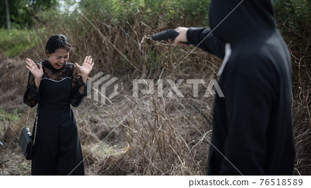 screaming Asian woman aimed by gun to rob purse 76518589