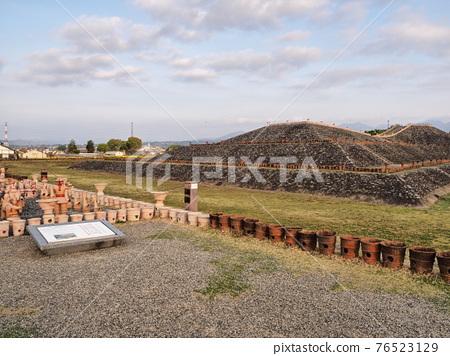 barrow, ancient tomb, historic ruin 76523129