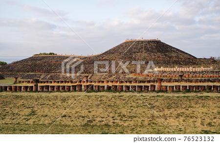 barrow, ancient tomb, historic ruin 76523132