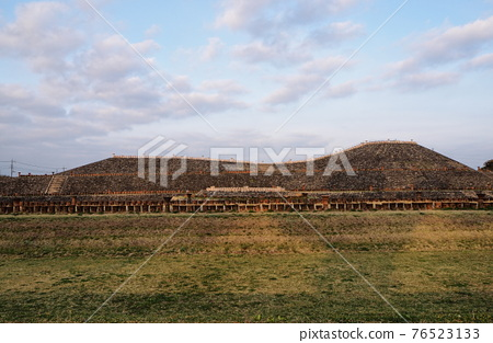 barrow, ancient tomb, historic ruin 76523133