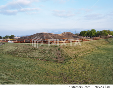 barrow, ancient tomb, scape 76523136