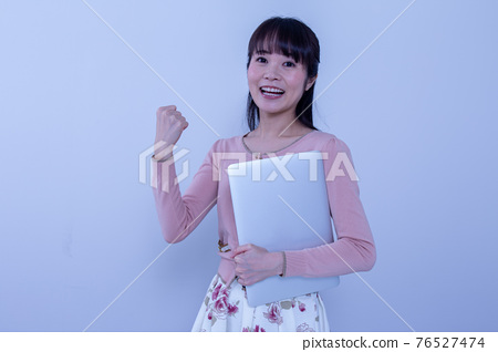 a working woman 76527474