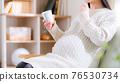 尿液分析杯,孕婦,帶尿,思考,懷疑,焦慮,擔心16:9 76530734