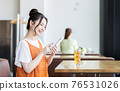 A young woman watching a smartphone in a cafe 76531026