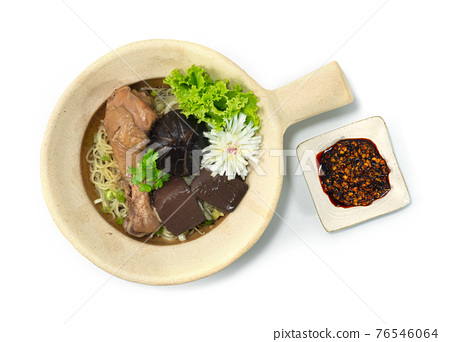Clay Pot Egg Noodles with Braised Drumstick Chicken decorate Mushroom 76546064