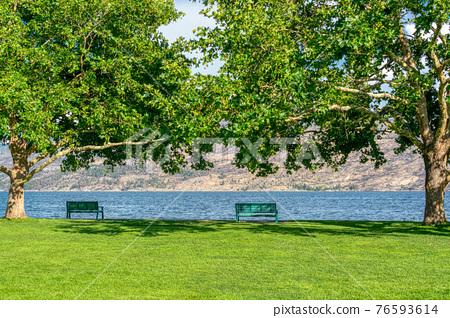 Recreation area along a waterfront pathway on Okanagan lake 76593614