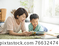 reading, younger, family 76632474