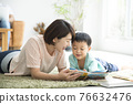 reading, younger, family 76632476