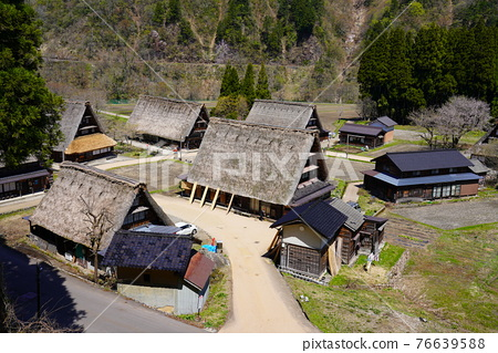 Kakinuma Gassho village built in spring 76639588