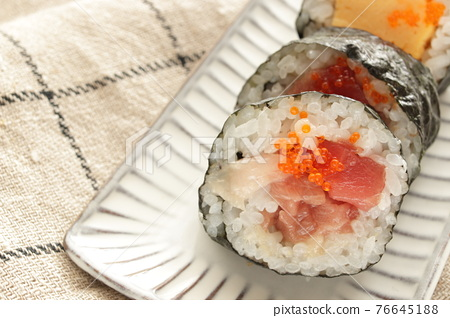 thickly rolled, sushi, makizushi 76645188