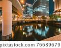 從大阪市中心的中之島錦橋看到城市的夜景 76689679