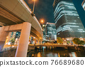 從大阪市中心的中之島錦橋看到城市的夜景 76689680