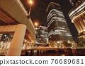 從大阪市中心的中之島錦橋看到城市的夜景 76689681