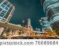 從大阪市中心的中之島錦橋看到城市的夜景 76689684