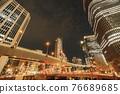 從大阪市中心的中之島錦橋看到城市的夜景 76689685