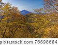 Tanzawa · Nabeyama mountain leaves and Mt. Fuji 76698684