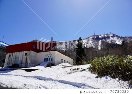 sapporo, fallen snow, spring 76786389