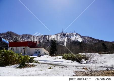 sapporo, fallen snow, spring 76786390