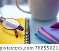 商業形象·筆記本·眼鏡·女性 76855021