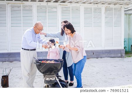 family, barbecue, barbecued 76901521