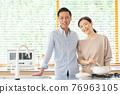 夫婦 情侶 廚房 76963105
