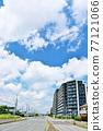 新夏天藍天和城市的風景 77121066