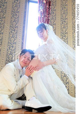 maternity photo, heterosexual couple, husband and wife 77405450