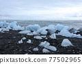 Icebergs on water, Jokulsarlon glacial lake, Iceland 77502965