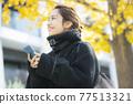 外套的女人 77513321