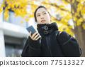 外套的女人 77513327