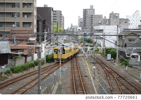我想在宇部新川站附近一睹新世紀福音戰士的風景。 77720661