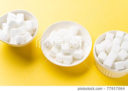 Cube sugar 77957064