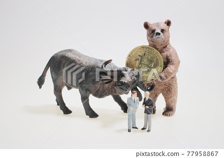 figure with Bull and bear silhouettes and bitcoin symbol 77958867