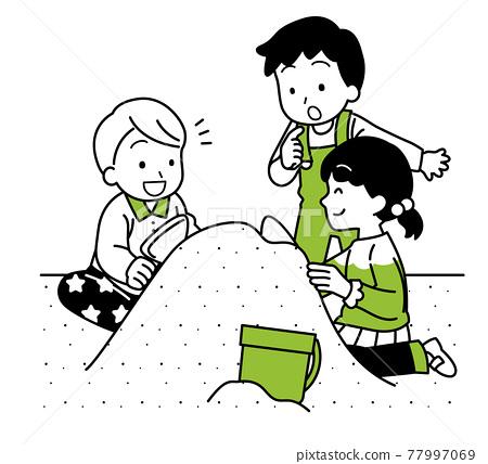 孩子們在沙盒中玩耍 77997069