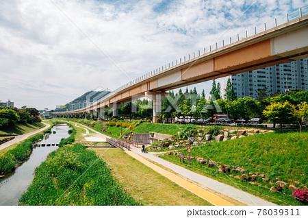 Riverside park in Gimhae, Korea 78039311