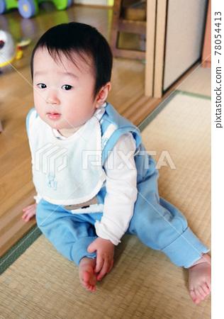 一個嬰兒 78054413