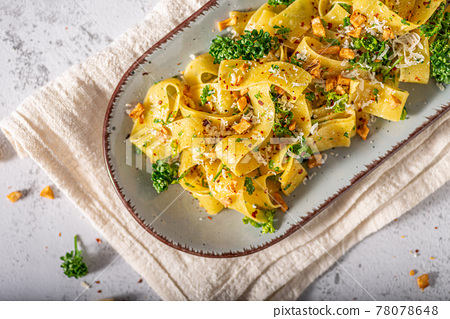 Garlic pasta with chilli flakes 78078648