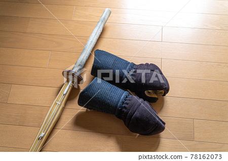 kendo, flooring, utensil 78162073