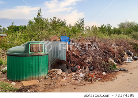 The littered place of collection of household garbage, the problem of waste removal to the landfill 78174399