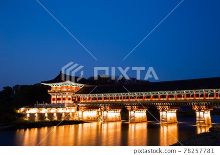 Night view of Woljeonggyo traditional bridge on river in Gyeongju, Korea 78257781