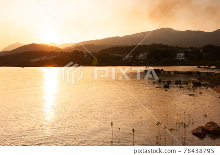 the sunset at Hebe Haven, sai kung, hk 4 Dec 2005 78438795