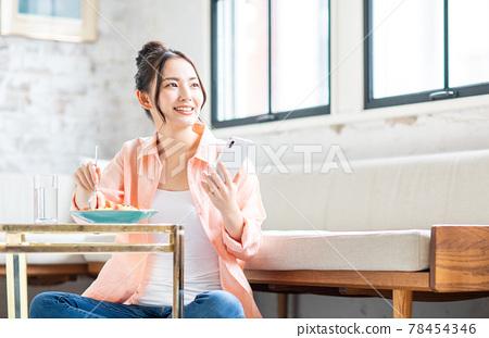 smart phone, food, female 78454346