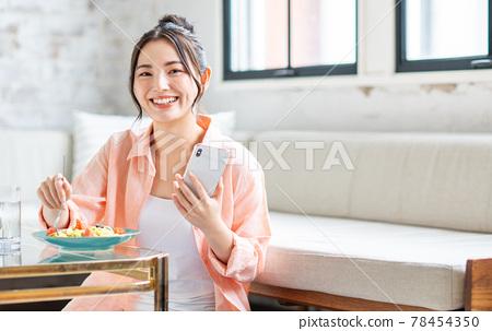 smart phone, food, female 78454350