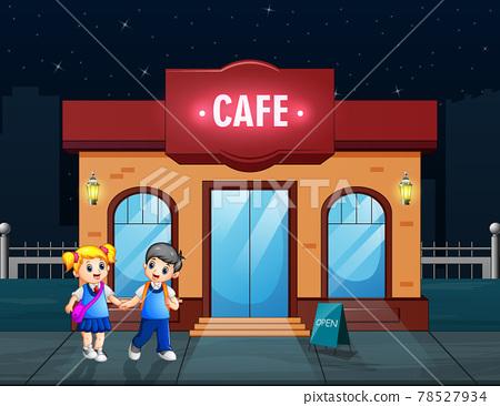 Happy school children to walk past a cafe 78527934