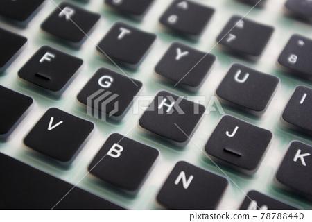 從某個角度拍攝的矽鍵盤原位附近的按鍵 78788440