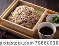 Eat buckwheat noodles 79660038