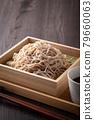 Eat buckwheat noodles 79660063