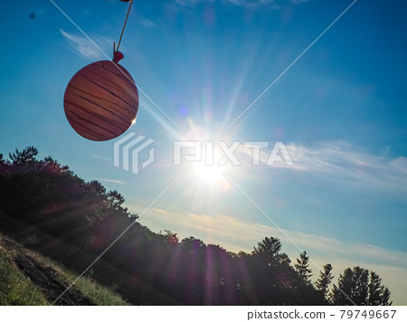 Blue sky and yo-yo 79749667