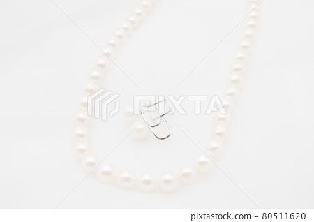 진주 목걸이와 귀걸이 80511620